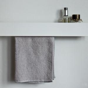 MA008 Uchwyt na ręcznik z wewnętrzną półką
