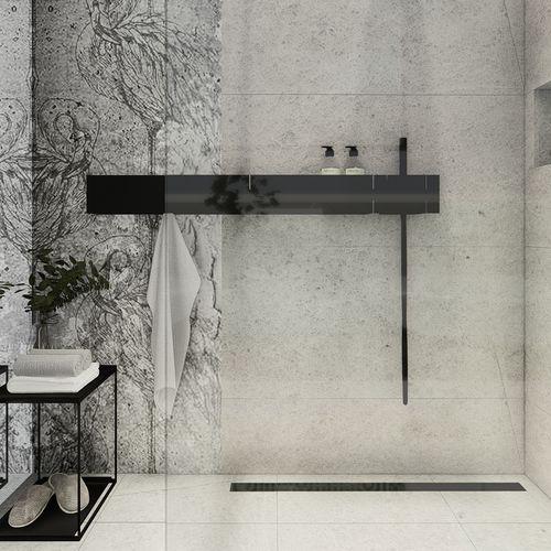 Minimalistyczna łazienka z flamingami