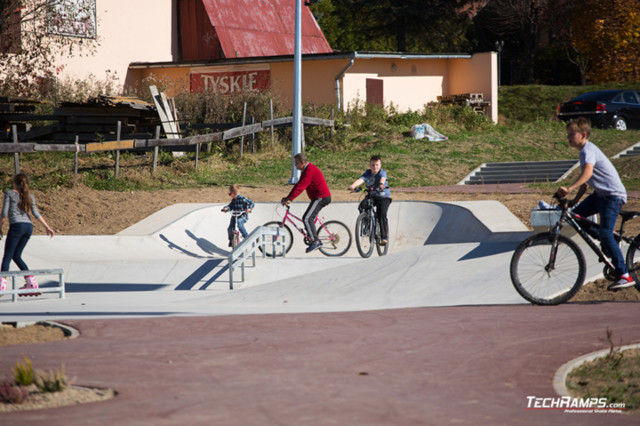 Skatepark et pumptrack à Maniów