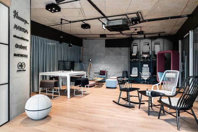 Showroom Kinnarps w Poznaniu ma raczej charakter studia...